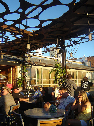 outdoor restaurant patio cramped stuffy crowded business tips