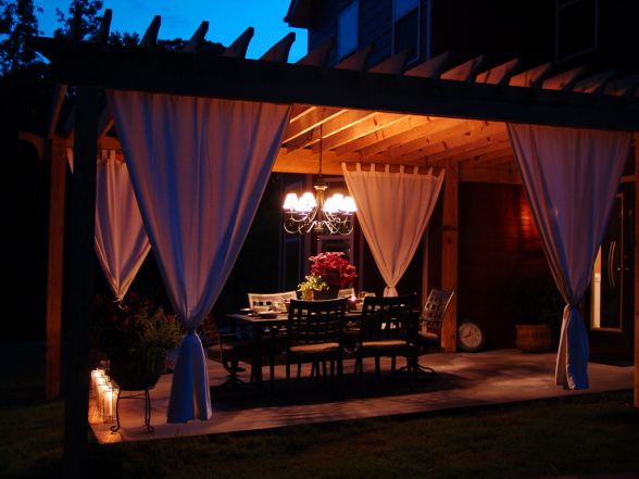 Romantic Outdoor Dining Under Pergola
