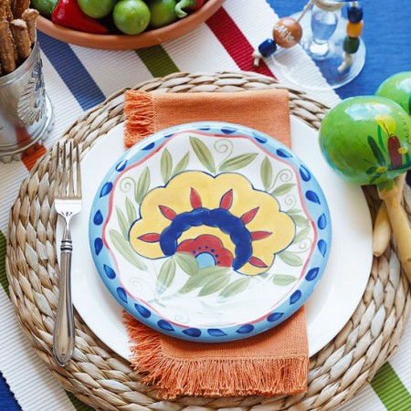 a beautiful place setting for your Cinco de Mayo fiesta!