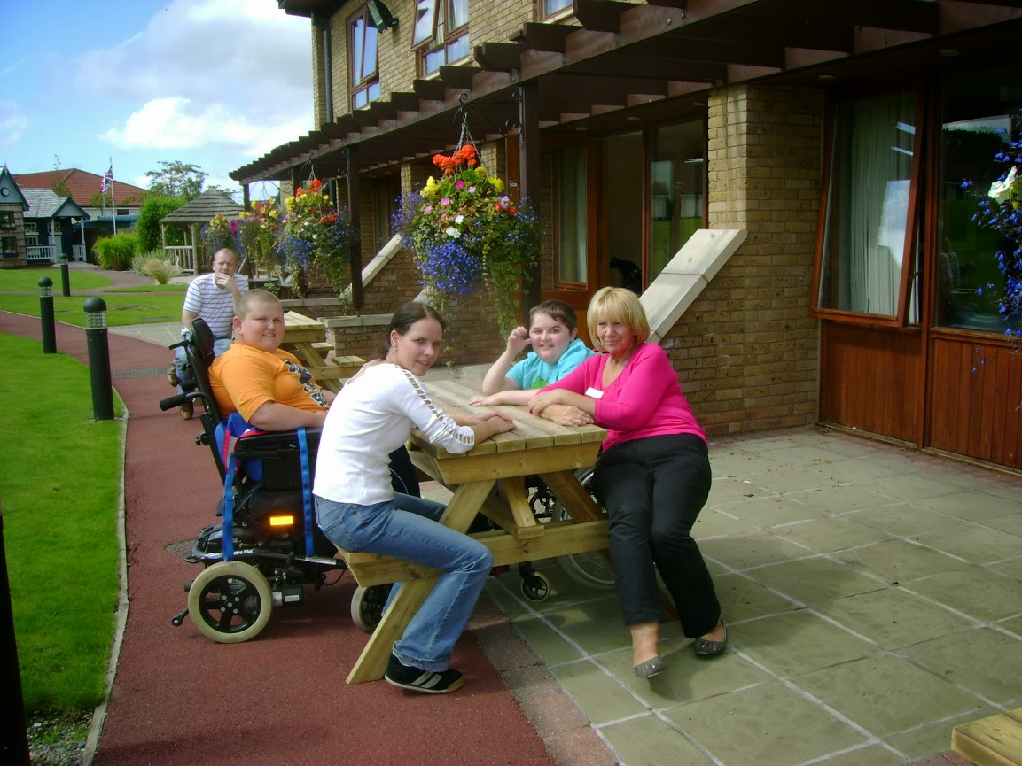 Wheelchair accessible outdoor furniture for Garden design for disabled