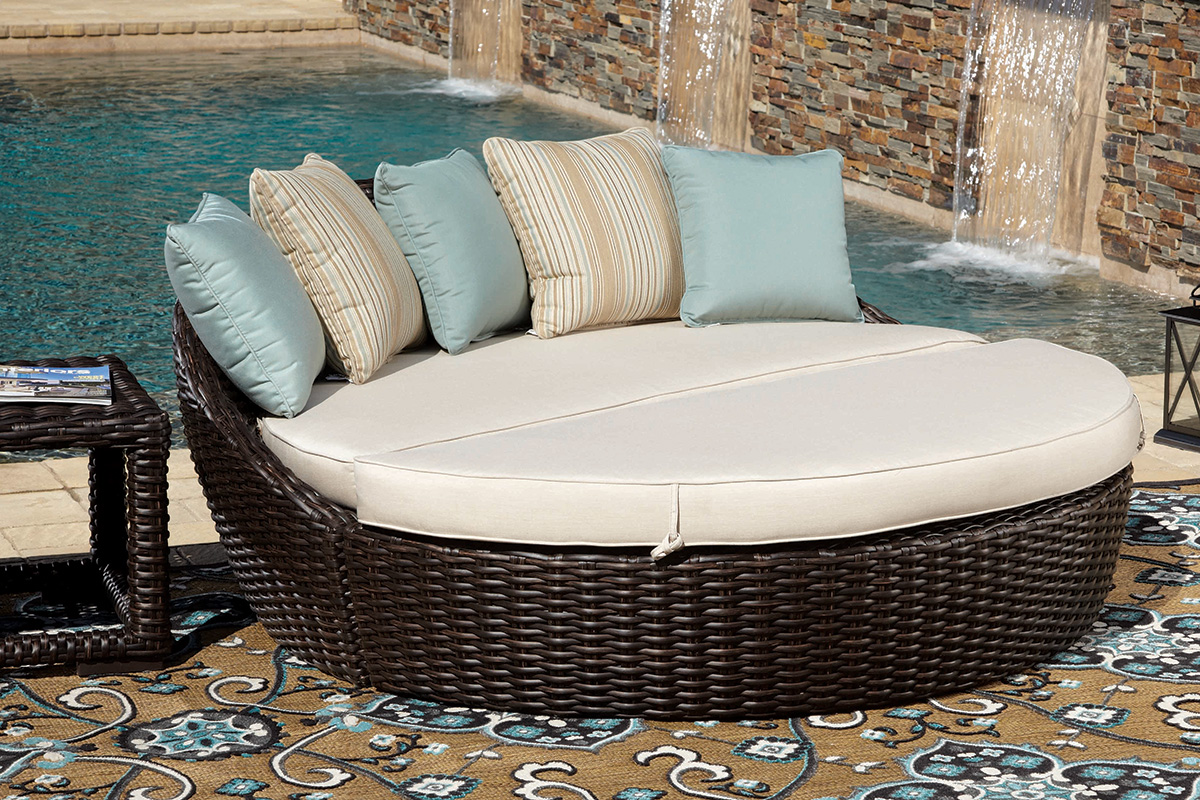 daybeds outdoor furniture outdoor goods. Black Bedroom Furniture Sets. Home Design Ideas