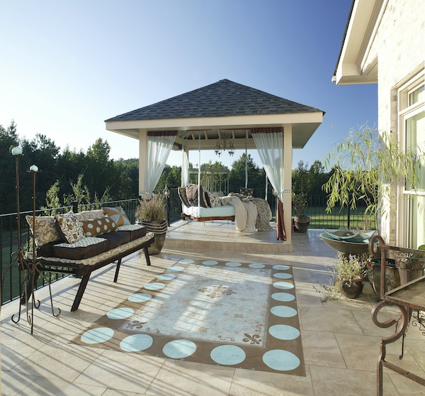 Merveilleux Outdoor Patio With Hanging Daybed
